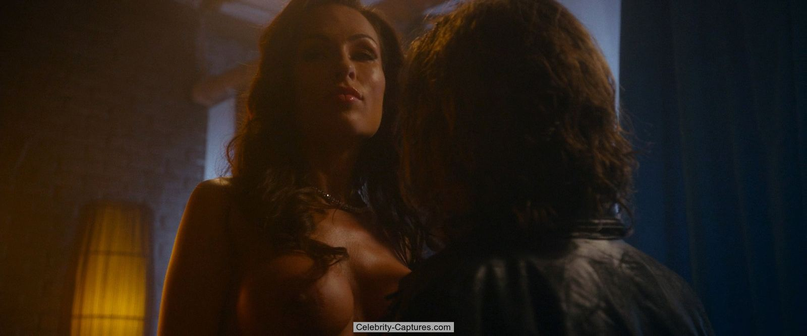 aria london exposed big boobs in vice